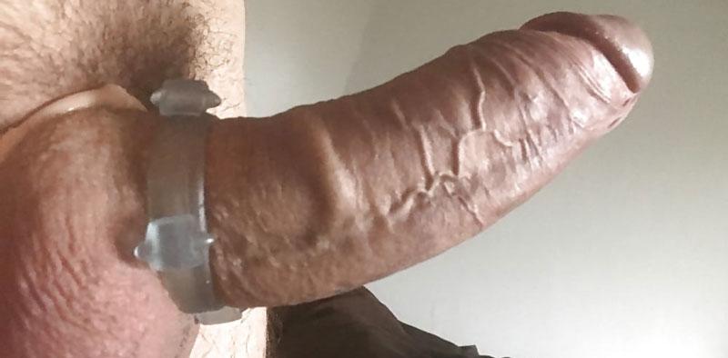 strângere pe penis și testicule